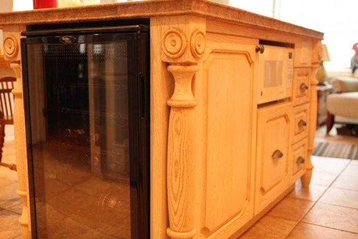 armoire de cuisine bois massif cuisine sur mesure cuisine en bois. Black Bedroom Furniture Sets. Home Design Ideas