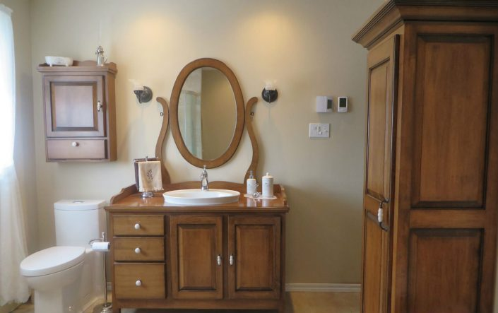 Vanité de salle de bain et armoire de salle de bain en érable massif sur mesure par l'ébénisterie lanaudière