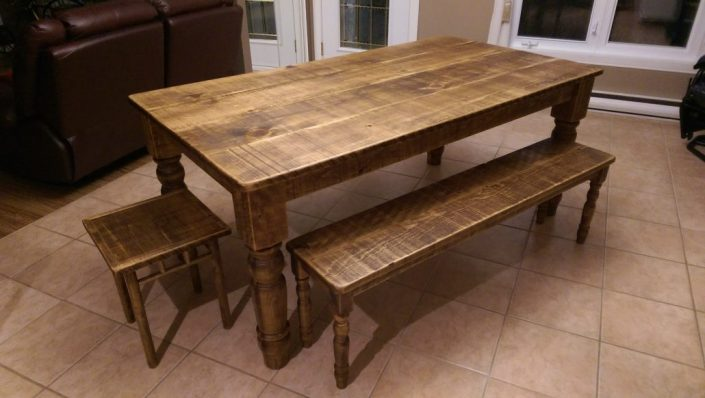 Table de cuisine en bois table de cuisine sur mesure de for Table cuisine banc