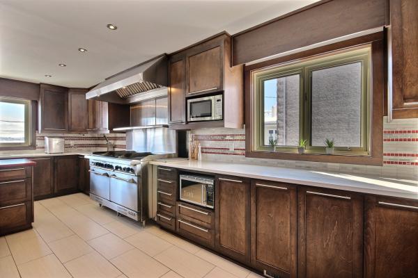 Cuisine bois moderne cuisine avec faades gris fonc gorges for Meuble de cuisine en bois moderne