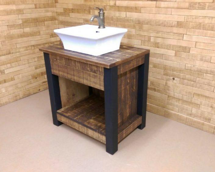 Petit meuble lavabo pour salle de bain de style rustique fabriquer sur mesure avec patte en métal et pin par l'Ébénisterie de Lanaudière