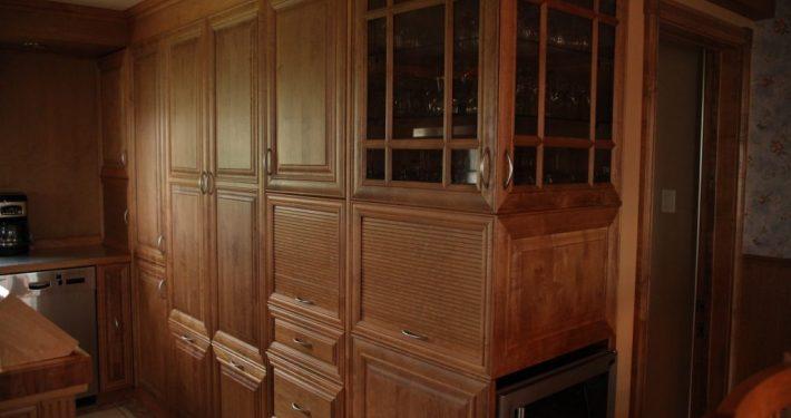 Armoire de cuisine en érable massif par L'Ébénisterie de Lanaudière