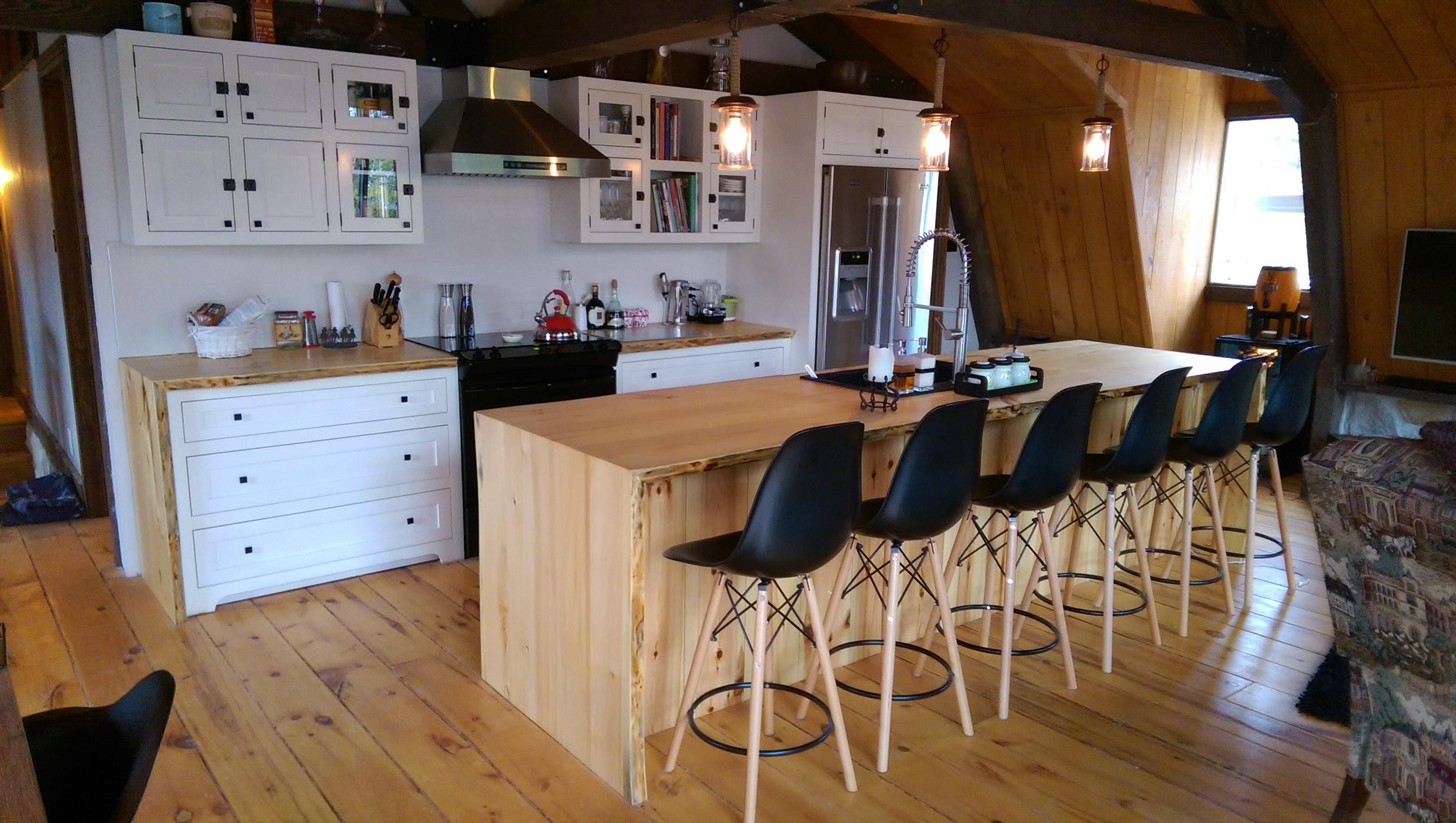 Armoire de cuisine en bois moderne for Cuisine en bois moderne 2016