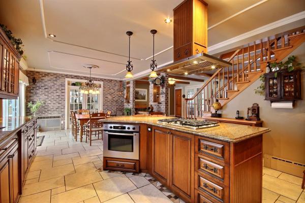 Armoire de cuisine bois massif cuisine sur mesure cuisine en bois - Meuble cuisine sur mesure ...