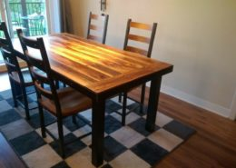 Table de cuisine en bois de grange avec patte en métal fabriquer sur mesure par l'Ébénisterie de Lanaudière