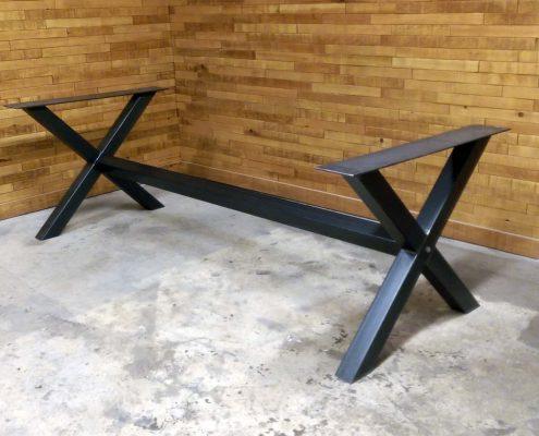 Base de table central en X métal brute fabriquer par l'ébénisterie de Lanaudière