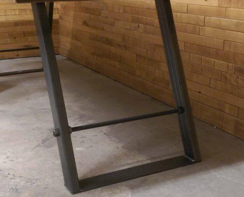 Patte de table angle en metalpoue plateau de table en bois massif fabriquer par l'ébénisterie de lanaudière